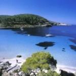A Ibiza, mare da sogno e tanta movida